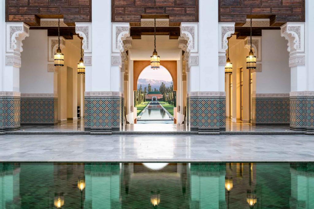 Au milieu d'un immense jardin avec vergers et oliveraies, le nouvel Oberoi Marrakech s'inspire des palais arabo-andalou. 84 clés, 3 restaurants et un bar, plusieurs piscine, le tout avec vue imprenable sur l'Atlas.