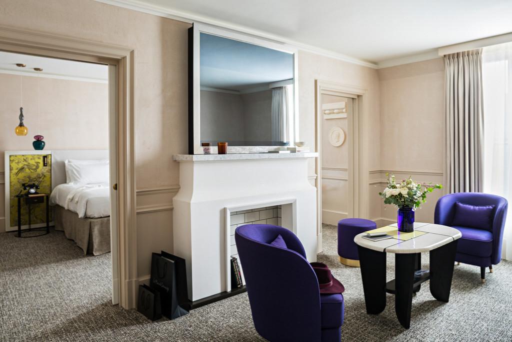 Après deux ans de travaux, l'hôtel Sofitel Le Scribe Paris Opéra présente un nouveau visage inspiré de son histoire et de son quartier ancré dans l'art et la mode.Le nouveau décor est signé Tristan Auer, décidément très en vue dans l'univers de l'hôtellerie de luxe.