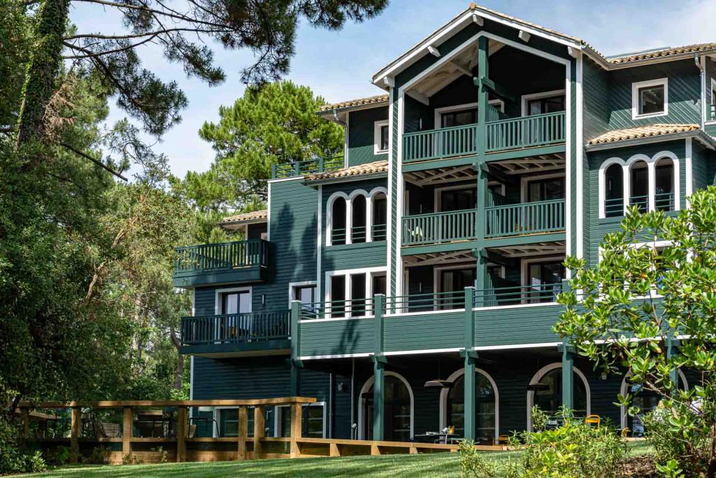 C'est à quelques kilomètres de l'Atlantique, dans le Golf de Seignosse, que les Domaines de Fontenille ouvrent 70 hectares... et l'océan, leur second hôtel dans les Landes après les Hortensias du Lac.