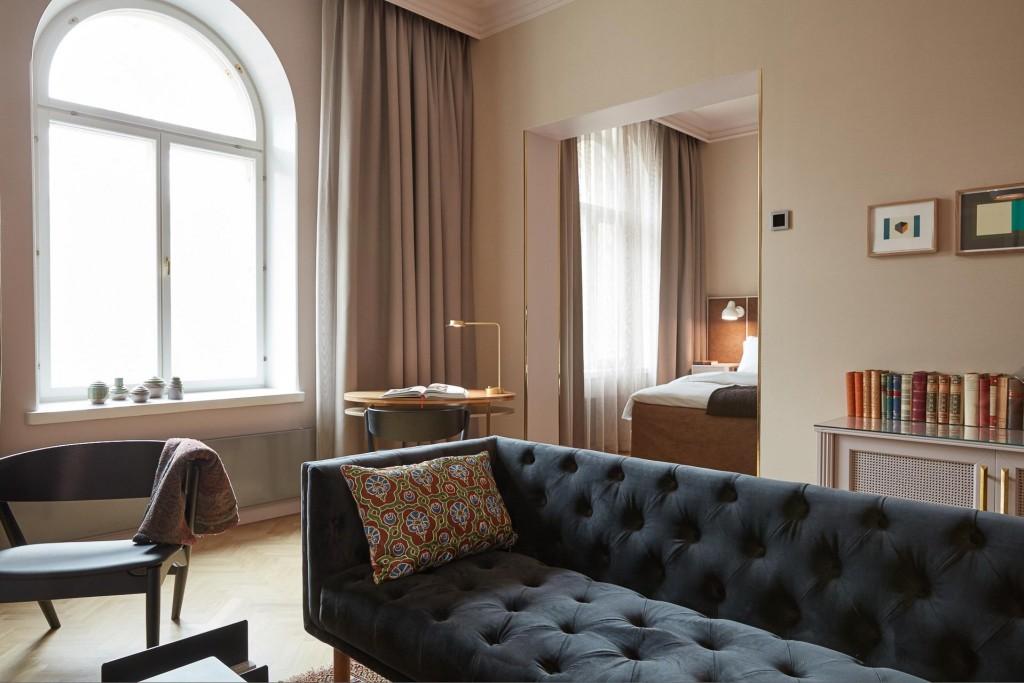 Ouvert début mai, l'Hotel St. George réinterprète le grand hôtel d'antan de manière contemporaine. Intérieurs élégants et intemporels, équipements complets (spa avec piscine, restaurants), le nouveau 5-étoiles s'impose comme le point de chute le plus stylé de la capitale finlandaise.