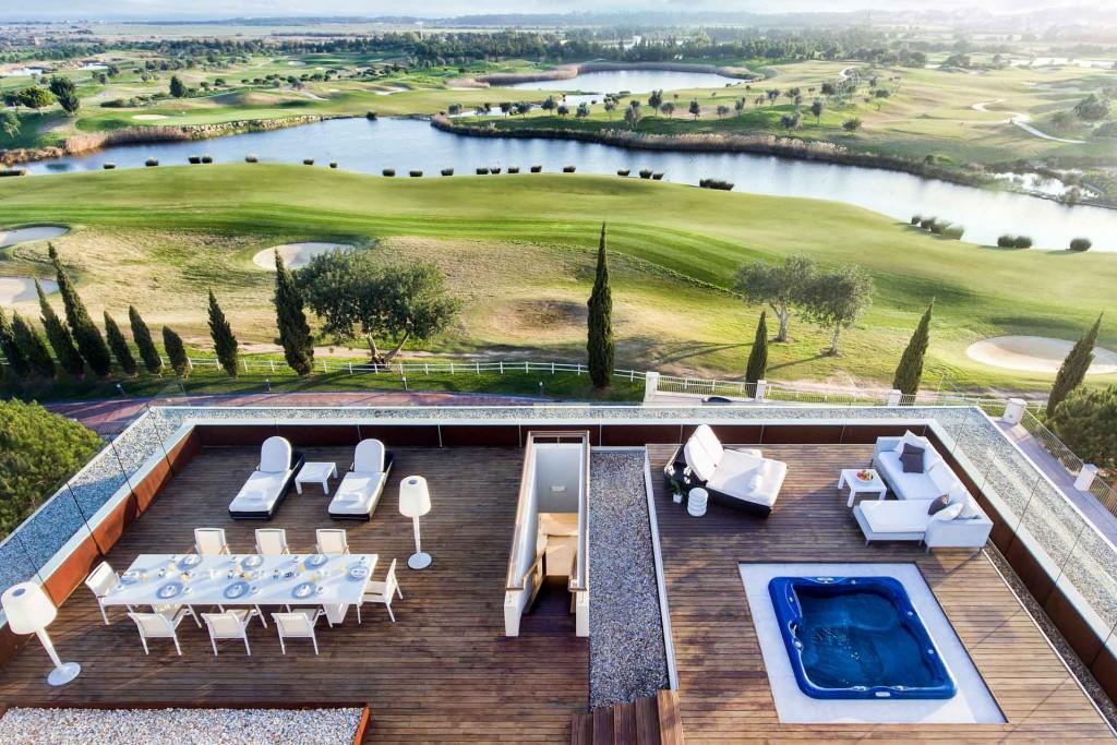 C'est aux confins du Portugal, dans l'Algarve, que l'enseigne thaïlandaise Anantara dévoile son tout premier resort européen. Une vaste adresse exclusivement dédiée au plaisir, au bien-être et au golf.