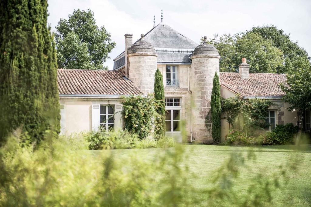 Neuf mois à peine après son arrivée dans le célèbre Château Cordeillan-Bages (Médoc), le chef Julien Lefebvre a été auréolé d'une étoile au Guide Michelin. Il propose une cuisine très prometteuse que nous vous invitons à découvrir.