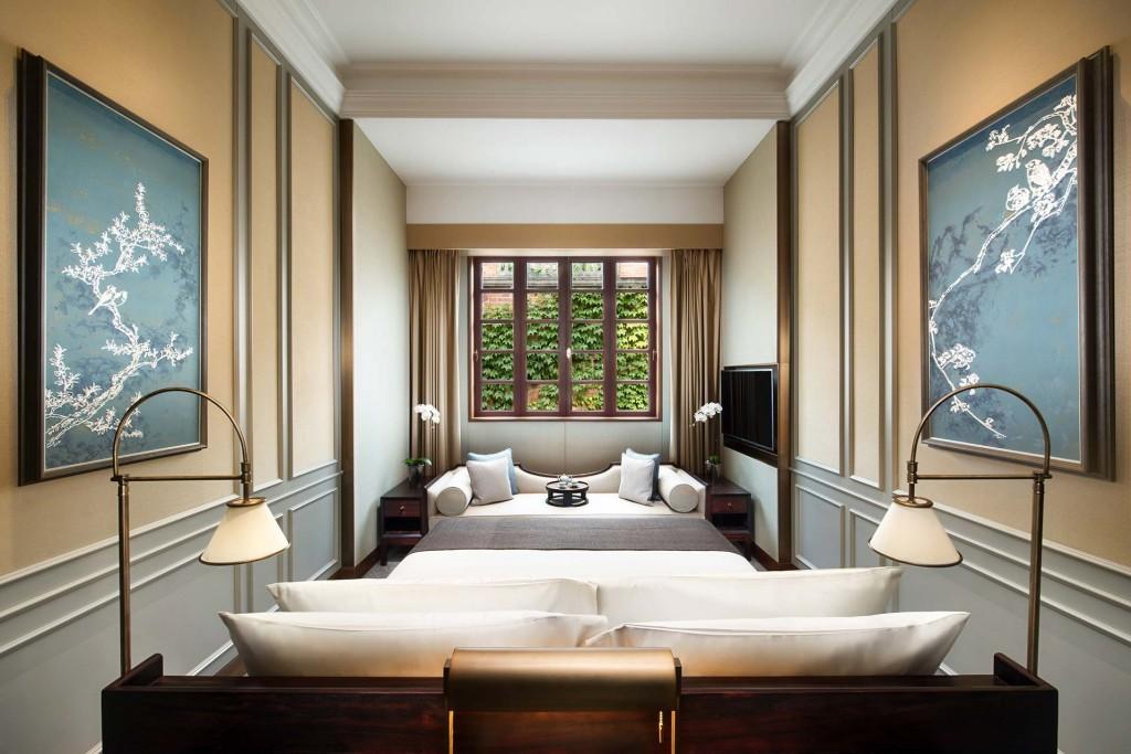 Dans la Concession française de Shanghai, Capella dévoile un nouvel hôtel ultra exclusif. Véritable resort urbain n'abritant que des villas, le Capella Shanghai Jian Ye Li met à l'honneur le patrimoine architectural de la ville.