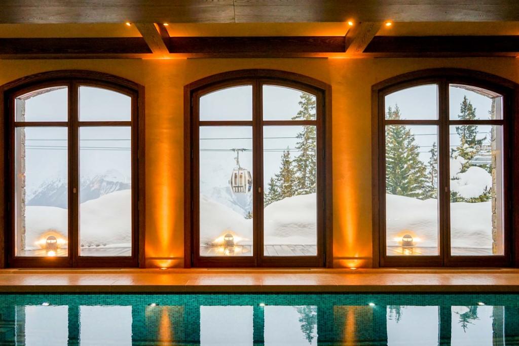 Dans les Alpes françaises, Consensio offre un service hôtelier 5-étoiles dans 12 chalets et 5 appartements situés à Courchevel, Val d'Isère, Méribel, Morzine et Les Gets. On a testé le luxe discret de ces chalets privés, à vivre en famille ou entre amis.
