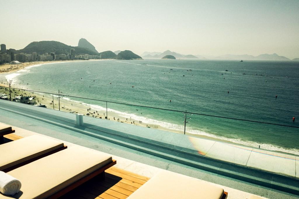 Après São Paulo, l'enseigne brésilienne Emiliano pose ses valises sur la mythique plage de Copacabana à Rio de Janeiro. Visite en images du nouvel hôtel le plus glamour de la Cidade Maravilhosa.