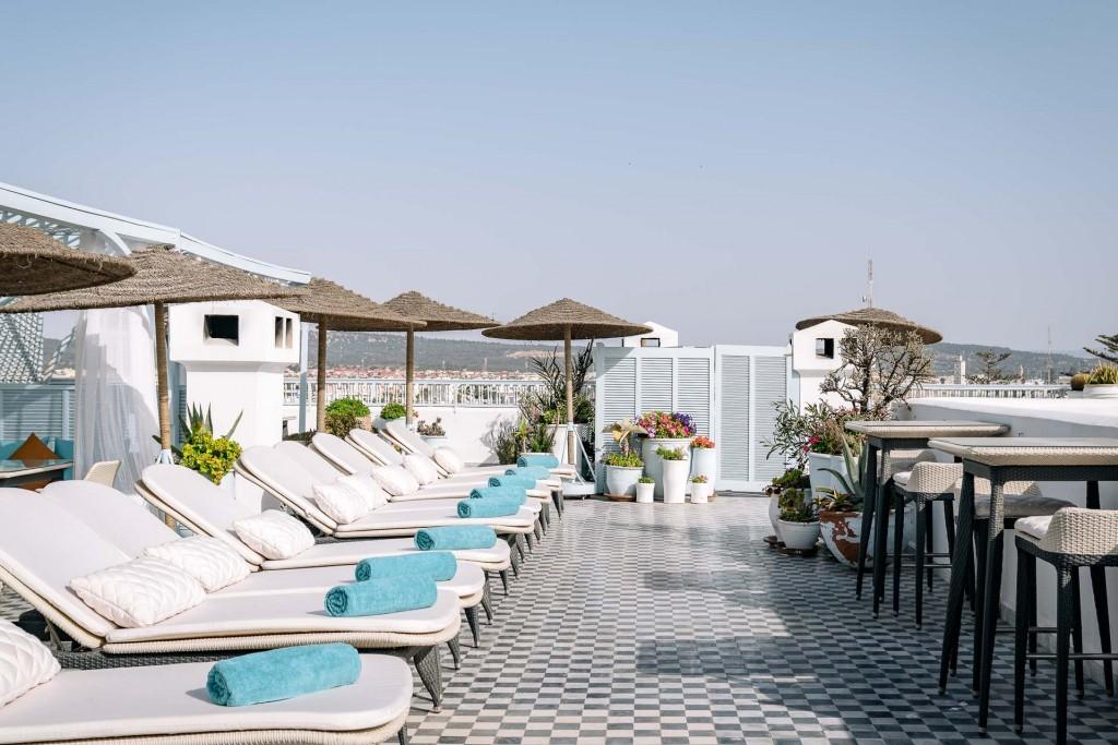 Depuis son inauguration en 2004, l'Heure Bleue Palais s'est imposé comme l'hôtel de référence à Essaouira. Au cœur de la médina de la jolie cité portuaire marocaine, l'adresse au luxe discret et intimiste (33 clés) est le point de chute idéal pour découvrir l'ancienne Mogador.