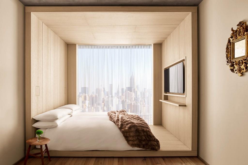 Depuis quelques semaines, PUBLIC, le nouveau concept hôtelier de Ian Schrager accueille ses premiers clients dans Manhattan, avec pour ambition de rendre accessible le luxe à tous. Visite guidée d'une adresse qui redéfinit l'hôtellerie contemporaine.