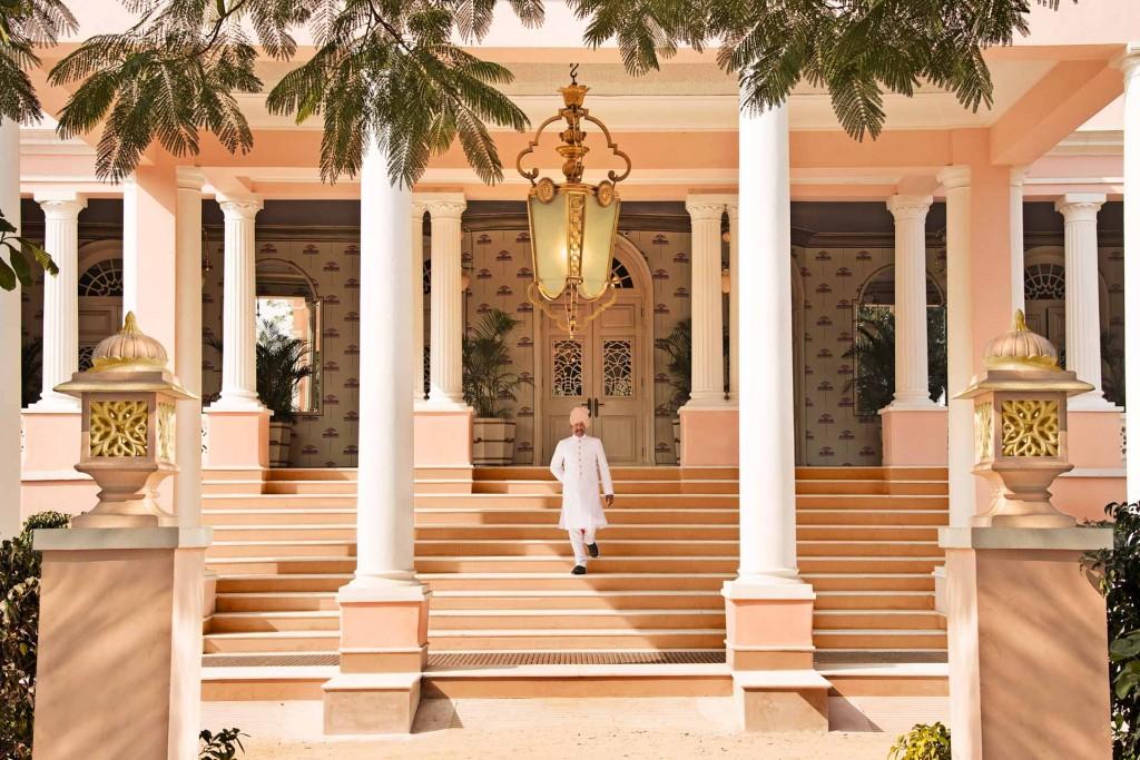 """Le Rajasthan, le """"pays des rois"""", est le terrain de jeu des maharajas, des palais somptueux et des forteresses majestueuses. Cela n'est donc guère surprenant d'y retrouver une grande partie des plus beaux hôtels d'Inde. Sélection de 20 adresses exceptionnelles à travers toute la région."""