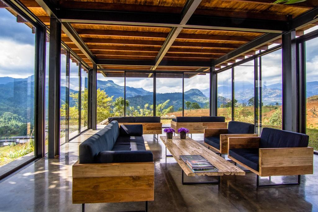Ouvert depuis quelques mois, le Santani est la première « spa destination » du Sri Lanka. C'est au cœur d'un domaine de 20 hectares perché dans les montagnes brumeuses du centre de l'île que les voyageurs sont invités à déconnecter. Dépaysement assuré !