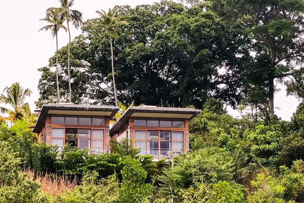 Au cœur de la nature luxuriante du Sri Lanka, sur les rives du Lac de Koggala, le Tri mêle architecture, design, luxe et écologie au sein d'une adresse ambitieuse et intimiste. Nous y étions.
