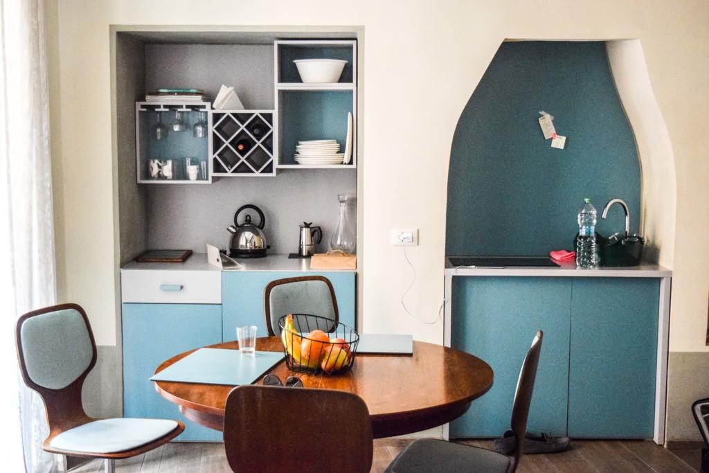 À deux pas de la célébrissime Fontaine de Trevi, les six appartements de la CasaCau séduisent autant par leur audacieux design rétro que par leur confort impeccable. Visite guidée d'une adresse exclusive.