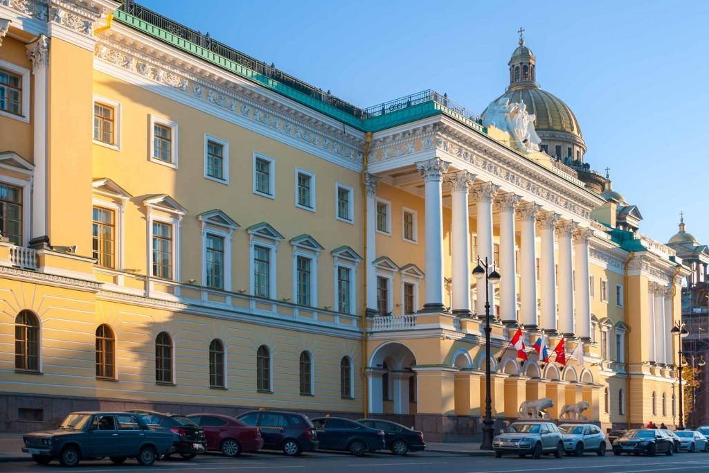 Premier établissement du groupe Four Seasons à avoir ouvert en Russie, le Four Seasons Hotel Lion Palace St. Petersburg a ouvert ses portes en 2013. Plus d'une décennie de travaux aura été nécessaire pour redonner vie à ce palais historique de l'ancienne capitale impériale.