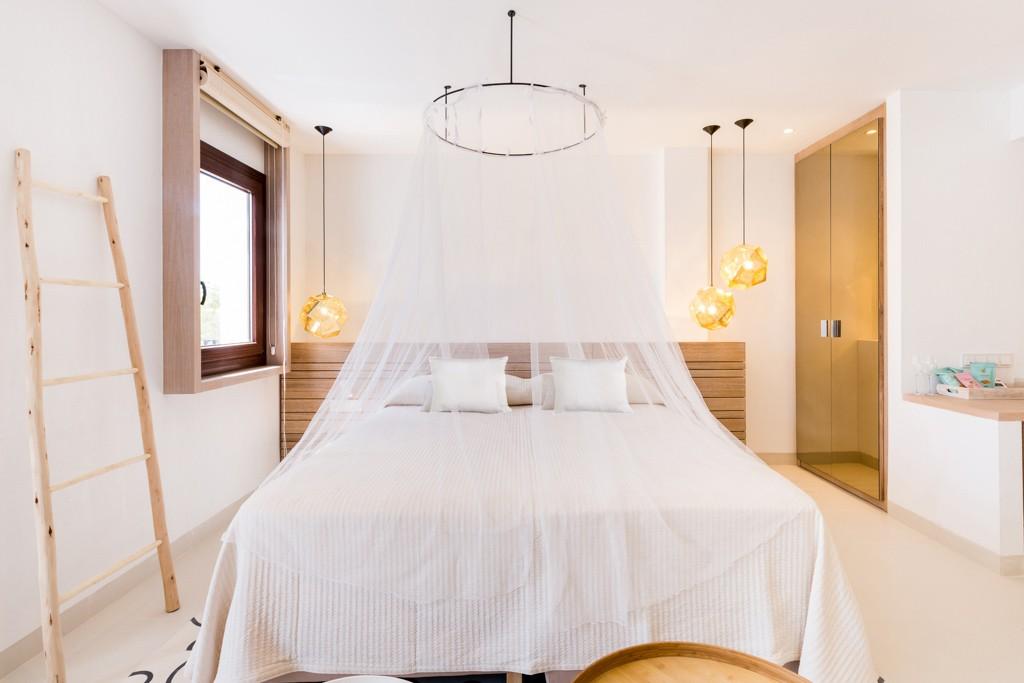 L'année 2016 est prolifique pour la scène hôtelière à Ibiza. La preuve avec l'ouverture de Gatzara, boutique-hôtel contemporain dans le charmant village de Santa Gertrudis. Découverte.
