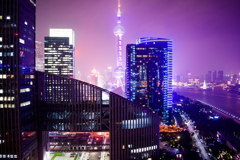 Sur les berges de la rivière Huangpu à Shanghai, l'inauguration au printemps 2013 du Mandarin Oriental Pudong a fait sensation. Nos impressions après avoir séjourné dans cet hôtel exceptionnel.