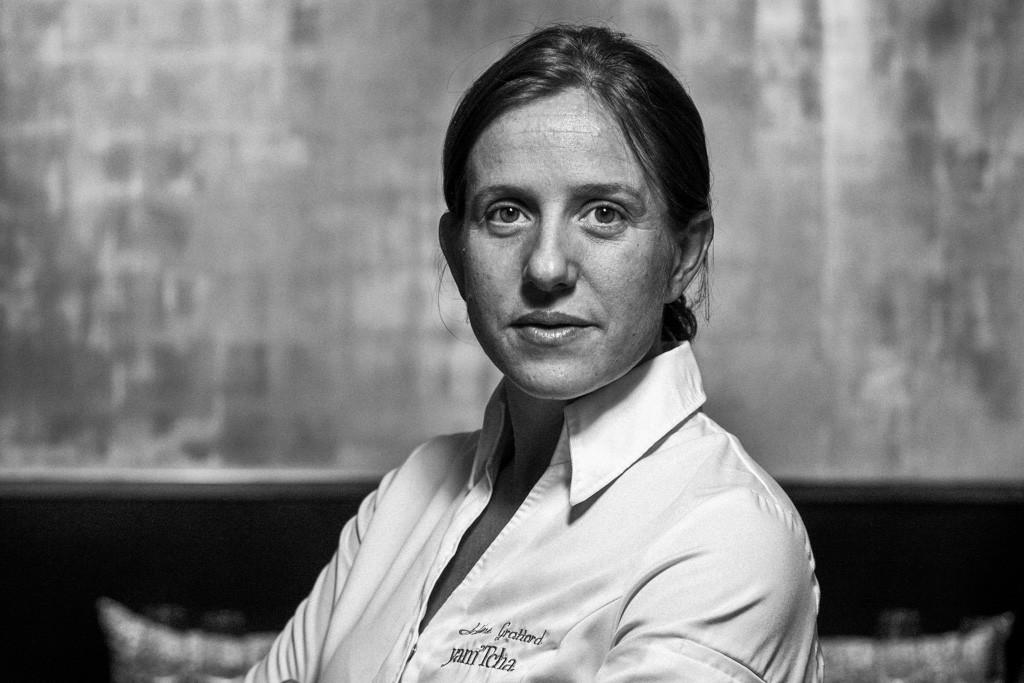 Jeune cheffe au parcours atypique, récemment immortalisé par la série documentaire Chef's Table de Netflix, Adeline Grattard incarne la notion même de « cuisine d'auteur », sensible et sincère, dans son restaurant du 1er arrondissement, yam'Tcha.