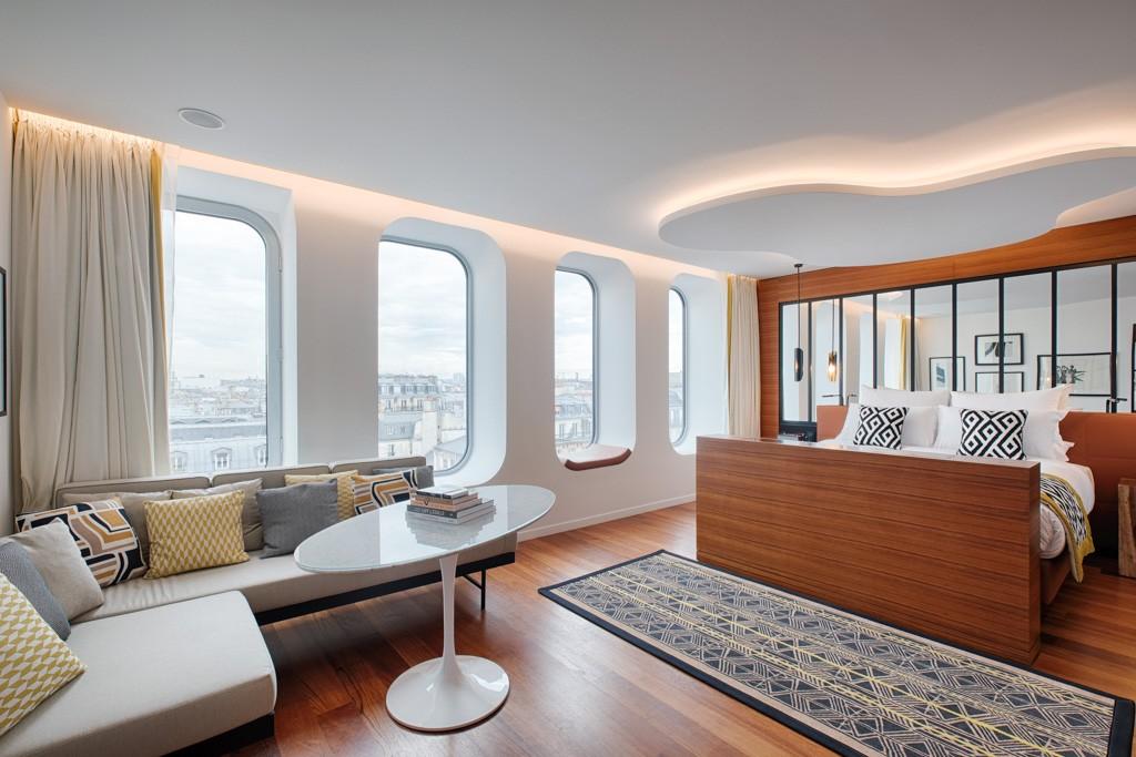 À deux pas de la place de la République à Paris, Renaissance dévoile une adresse 5-étoiles « eco-friendly » parfaitement ancrée dans son environnement. Découverte d'un hôtel dans l'air du temps signé du designer français Didier Gomez.