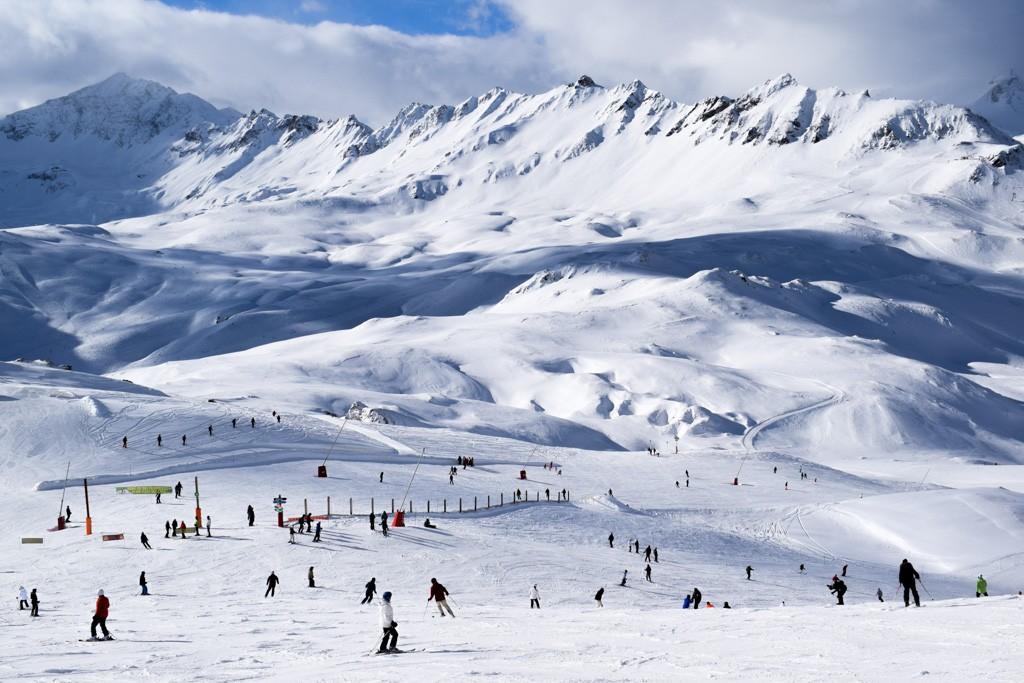 Station de ski réputée mondialement, Val d'Isère a de quoi séduire tous les amateurs d'ambiance de montagne chic, au-delà des seuls sportifs. La preuve avec les meilleures activités et adresses de la destination.