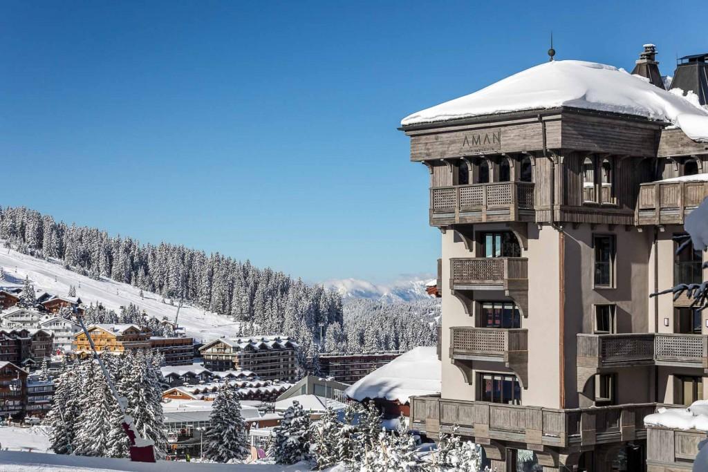 Rénové de fond en comble en 2016 et 2017 et désormais doté d'un spa somptueux, le discret Aman Le Mélézin est plus que jamais l'un des plus beaux hôtels de la très chic station savoyarde.