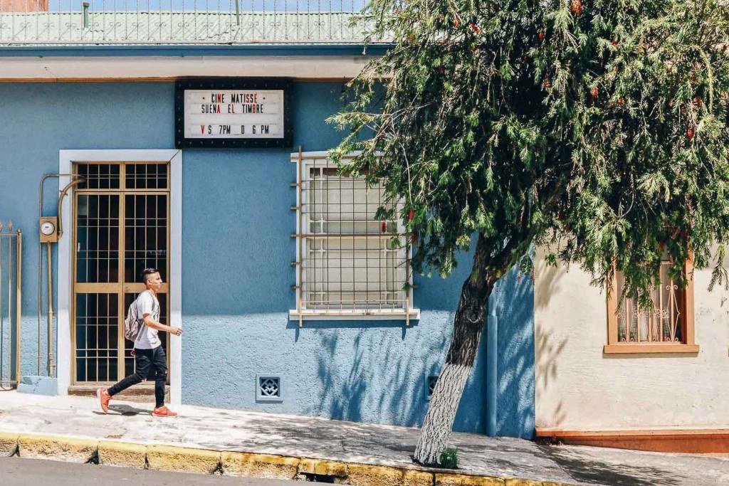 Ville cosmopolite aux multiples facettes, San José est la capitale du Costa Rica. La plus grande ville du pays, située entre volcans et montagnes, à 1,200 mètre d'altitude, se révèle une porte d'entrée idéale avant de démarrer un road trip dans le pays. On vous livre ses meilleures adresses.