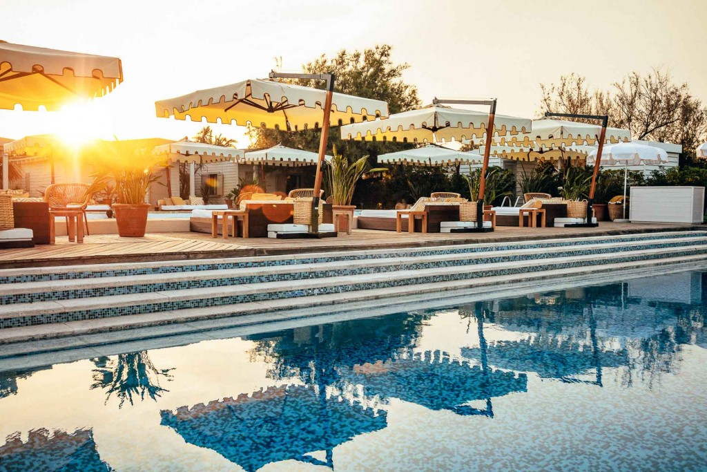 Quels sont les meilleurs hôtels de Saint-Tropez ? Palaces prestigieux ou boutiques-hôtels confidentiels, repaires design ou bastides réaménagées, le village le plus célèbre de la Côte d'Azur ne manque pas de belles adresses. Tour d'horizon.