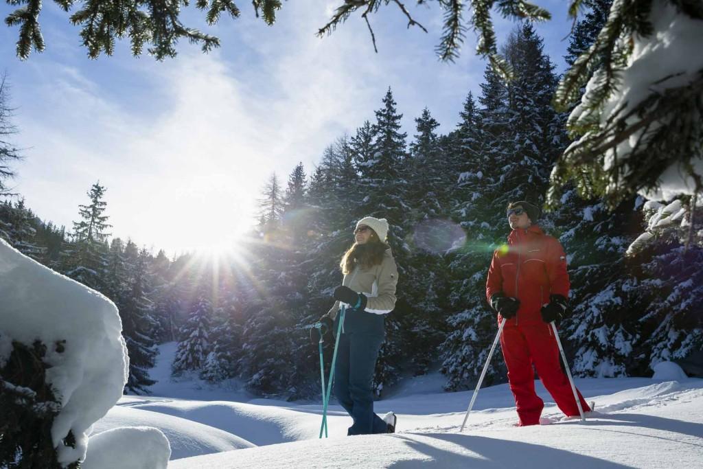 À la recherche d'une station de ski où partir en famille ? Direction La Plagne ! Avec ses innombrables activités et sa myriade de bonnes adresses, cette station savoyarde connectée à l'immense domaine skiable Paradiski, rassemble naturellement toutes les générations.