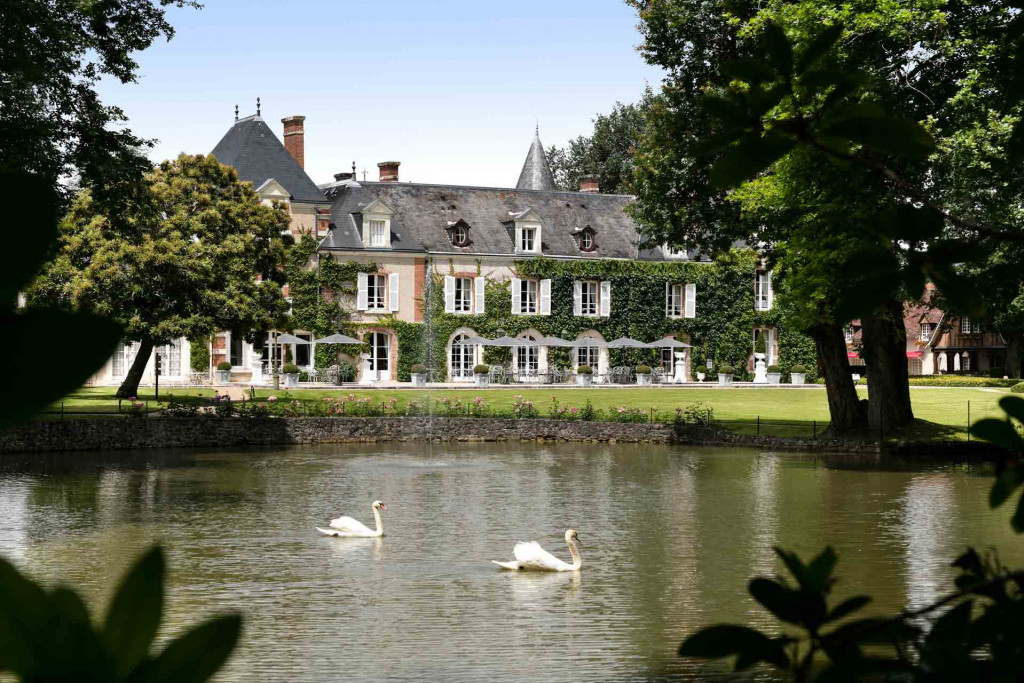 Posé au cœur d'un parc boisé de 70 hectares, Les Hauts de Loire, mythique membre des Relais & Châteaux en plein cœur du Val de Loire, multiplie les atouts attirant les amateurs de grand air, d'histoire et de luxe élégant. Découverte.