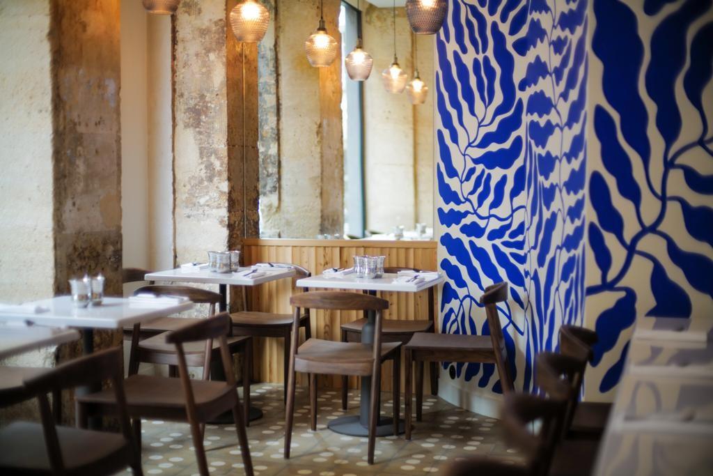 Étoilé pour son restaurant gastronomique éponyme du 16e arrondissement, le chef Alan Geaam a ouvert en début d'année Qasti, à deux pas de Beaubourg. Cet élégant bistrot s'impose comme la meilleure table libanaise de la capitale.