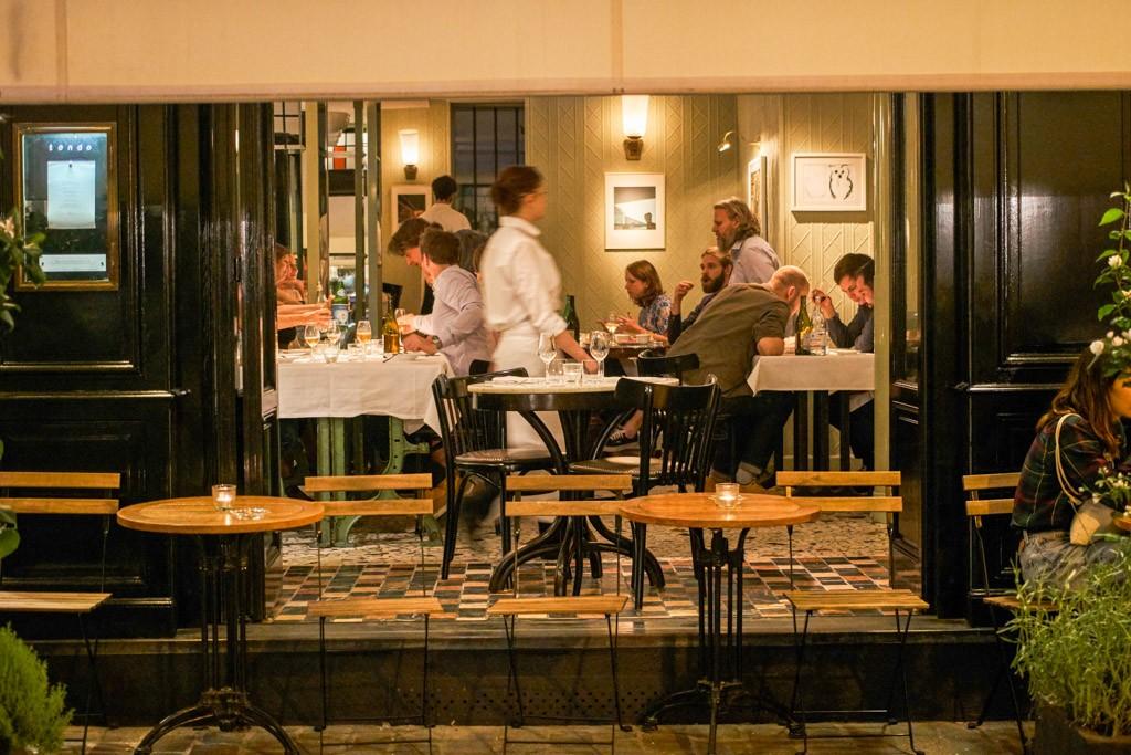 Il s'agit de l'une des ouvertures de restaurant les plus attendues de l'année. Tondo, la nouvelle adresse du jeune chef Simone Tondo (ex Rino, La Gazzetta, Saturne...), a ouvert ses portes au début de l'été. On vient de le tester pour vous.