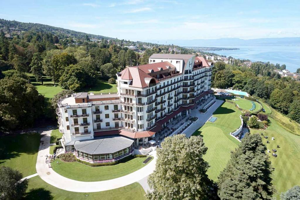 Quels sont les plus beaux hôtels de bord de lac en France et en Europe ? De la Suisse à l'Ecosse en passant par la France et l'Italie, retrouvez nos hôtels en bord de lac préférés.