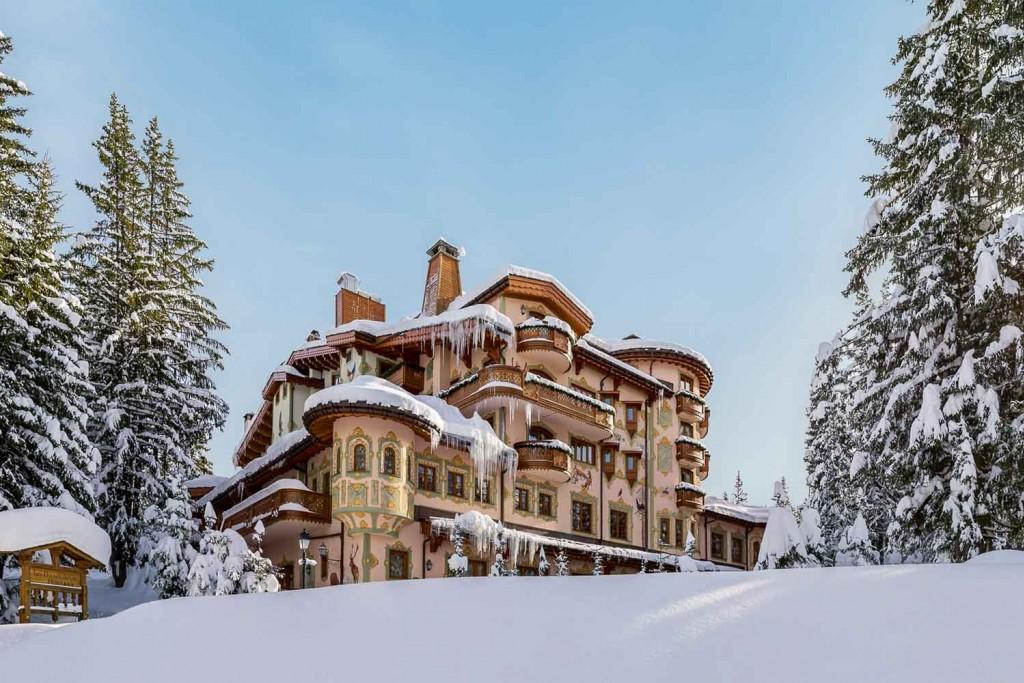 Envie de profiter de la montagne malgré les restrictions en vigueur ? La collection Airelles propose dans ses hôtels de Courchevel et Val d'Isère une offre exceptionnelle, incluant la pension complète et toutes les activités, pour les vacances de février.
