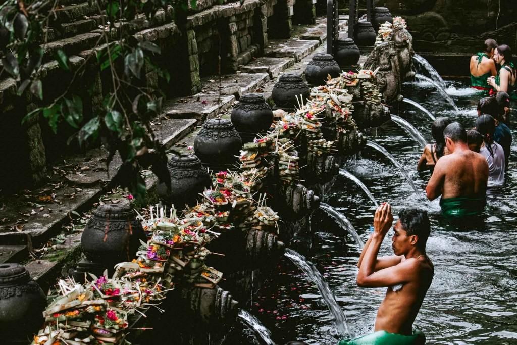Destination la plus en vue de l'archipel indonésien, Bali a pourtant encore une face cachée. Mais, les savoirs ancestraux, la nature préservée et les traditions mystiques ne se livrent pas au premier venu. Pour (re)découvrir l'île autrement, loin des foules de touristes, l'agence Eluxtravel a imaginé trois expériences aussi exclusives que mémorables.