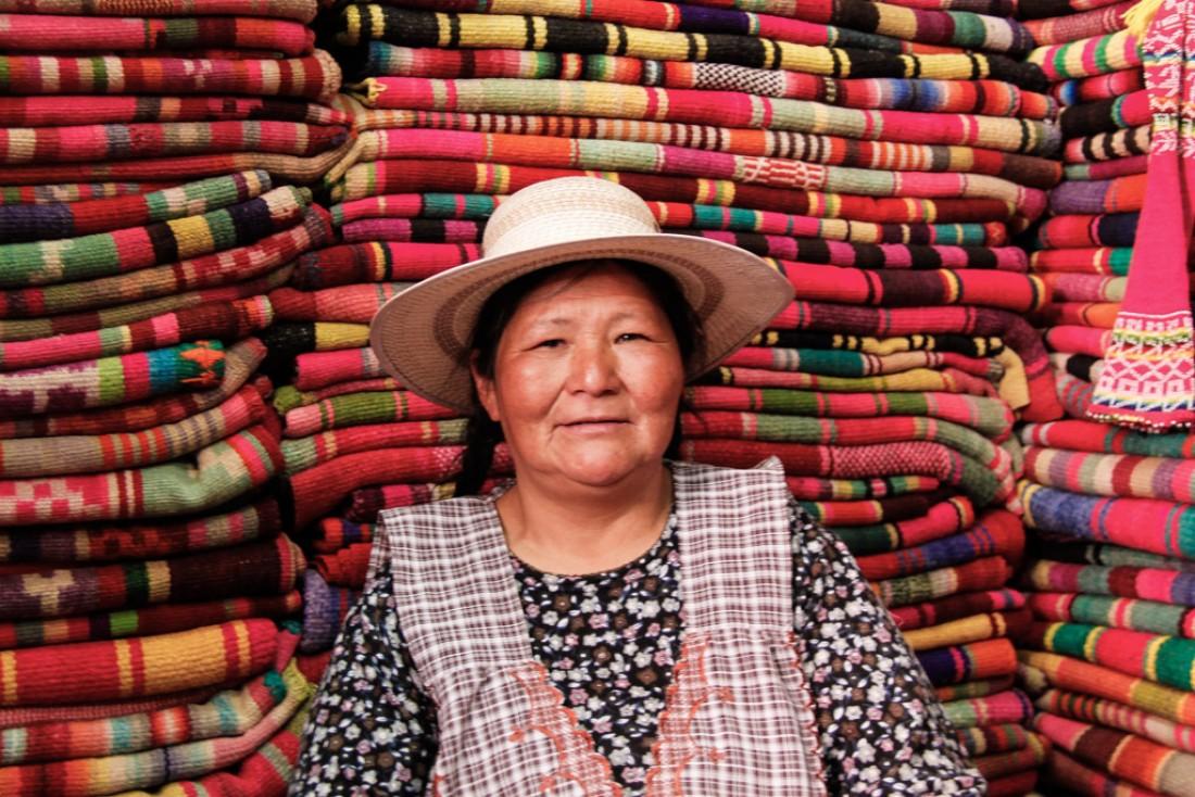 Une marchande de tapis. La Paz, Bolivie © Cédric Aubert