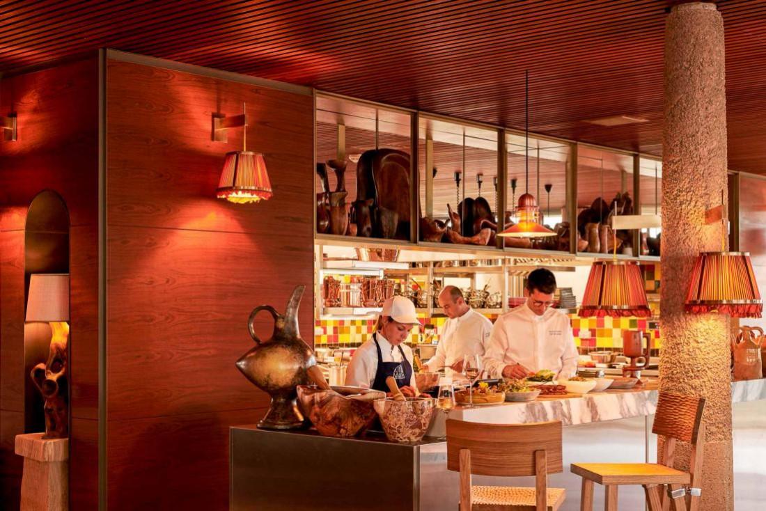 En cuisine, les chefs s'activent pendant le coup de feu © DR