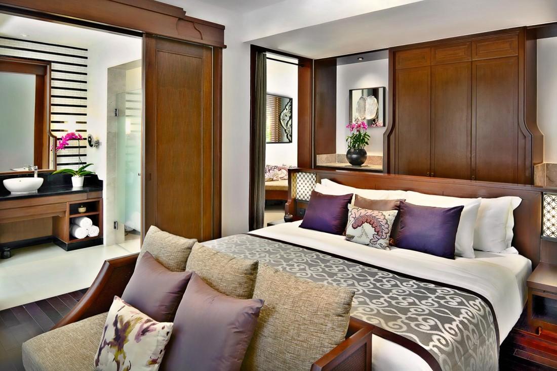 Les chambres luxueuses au décor moderne et boisé © Anantara