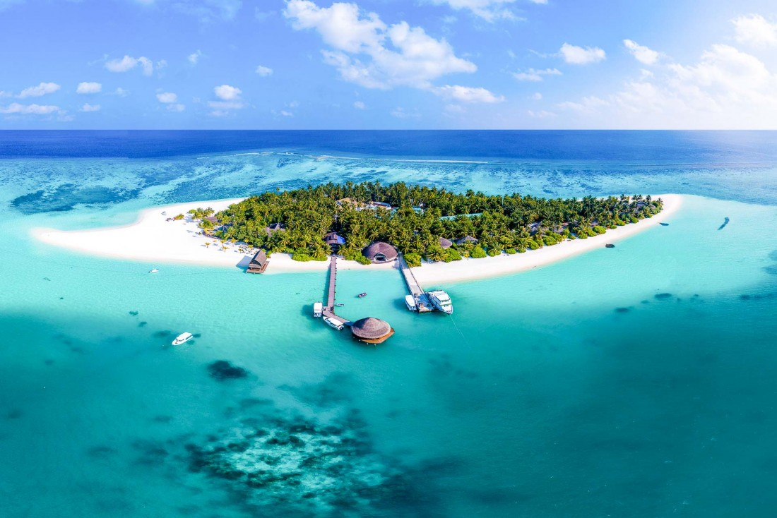 Selon les vents et les saisons, la plage autour de l'île d'Angsana Velavaru change de forme © DR