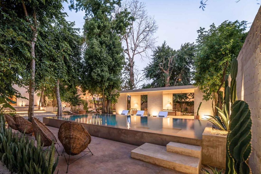 La piscine contemporaine de Casona Los Cedros fait le pendant au bâtiment colonial © Manolo R Solis