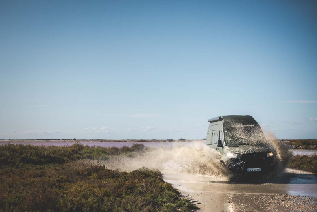 Plages ou forêts, landes ou montagne, les vans affrontent toutes les routes © Amaury Laparra