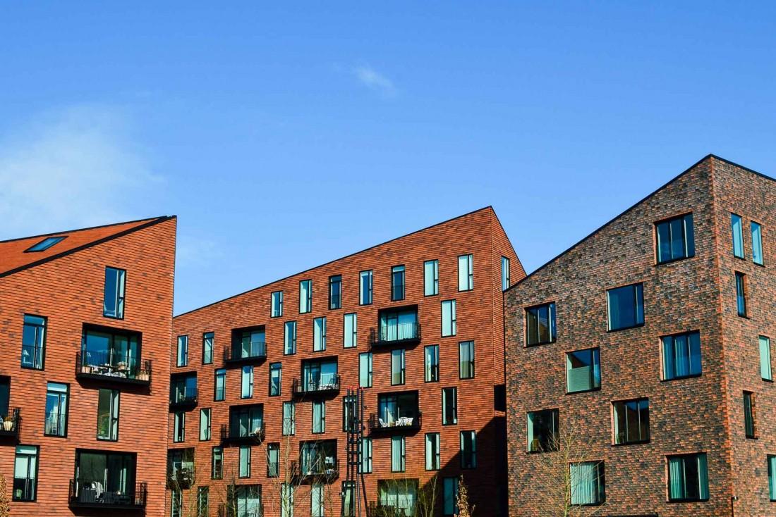 Les maisons historiques côtoient sans choc les immeubles contemporains. © Pierre Gunther.