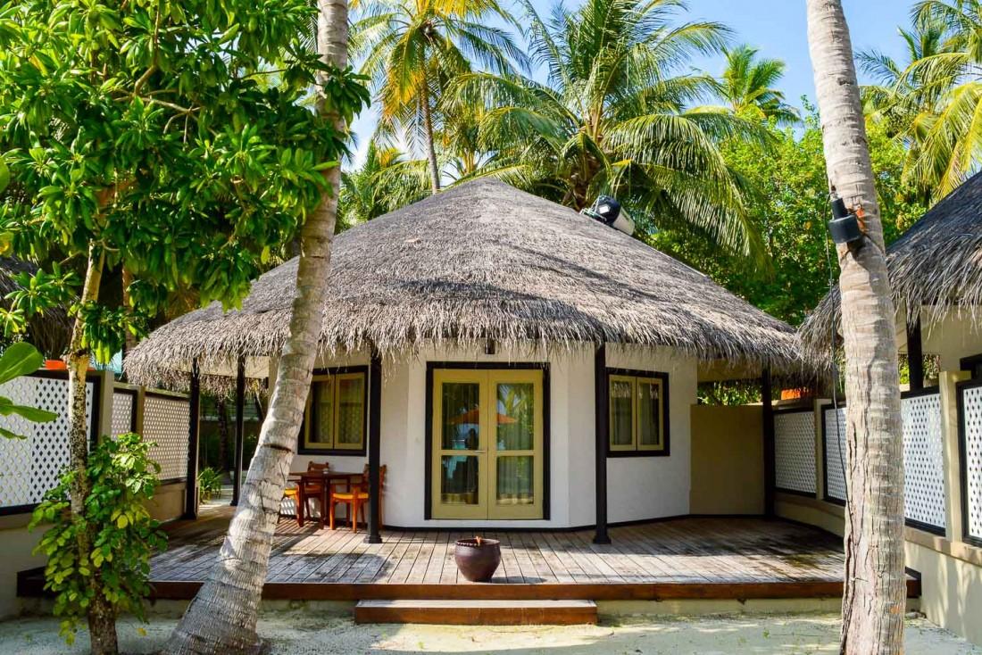 Le toit des villas en palme a été réalisé par les habitants des îles voisines © Pierre Gunther