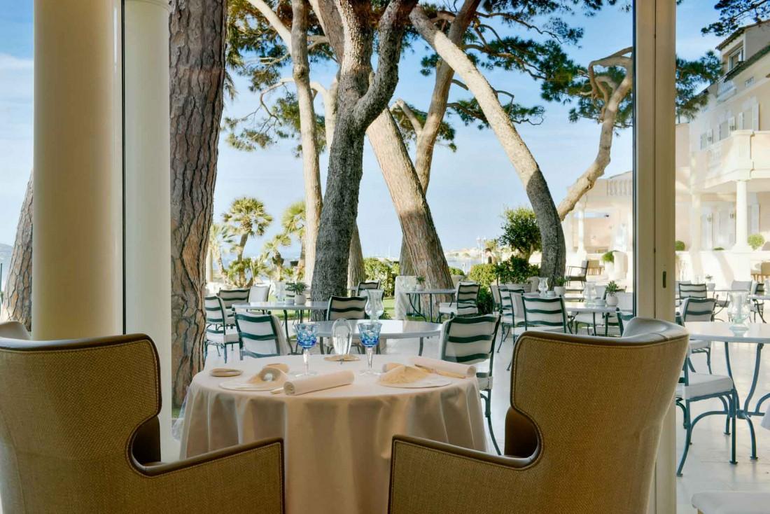 La Vague d'Or au Cheval Blanc Saint-Tropez et sa vue sur le golfe de Saint-Tropez © V Mati