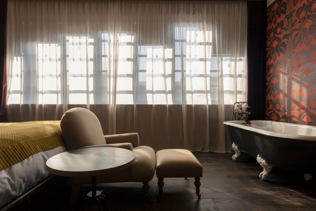 Décor évoquant les films de Wes Anderson au Rooms Hotel, boutique-hôtel design pionnier à Tbilissi © DR