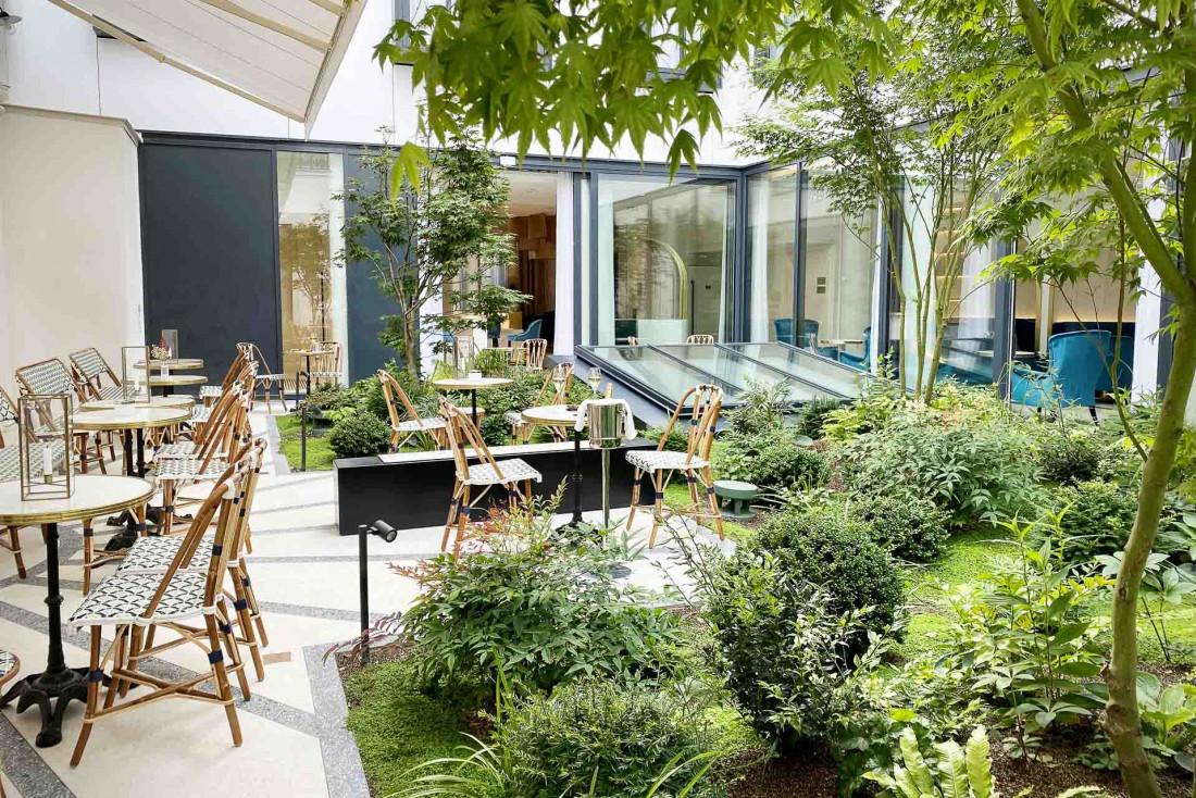 Le patio végétais du Maison Albar Hotels Le Vendome, nouveau venu ouvert en 2020 dans le quartier de l'Opéra © Meero