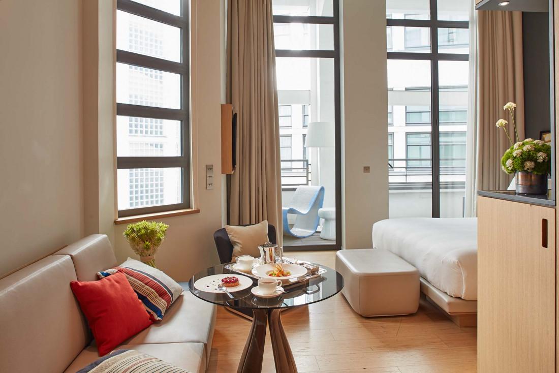 Hôtel Le Cinq Codet | Décor contemporain dans une chambre © Antoine Schramm