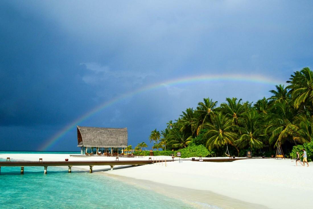 La pluie ne dure jamais aux Maldives, et laisse place à de magnifiques couleurs © Pierre Gunther
