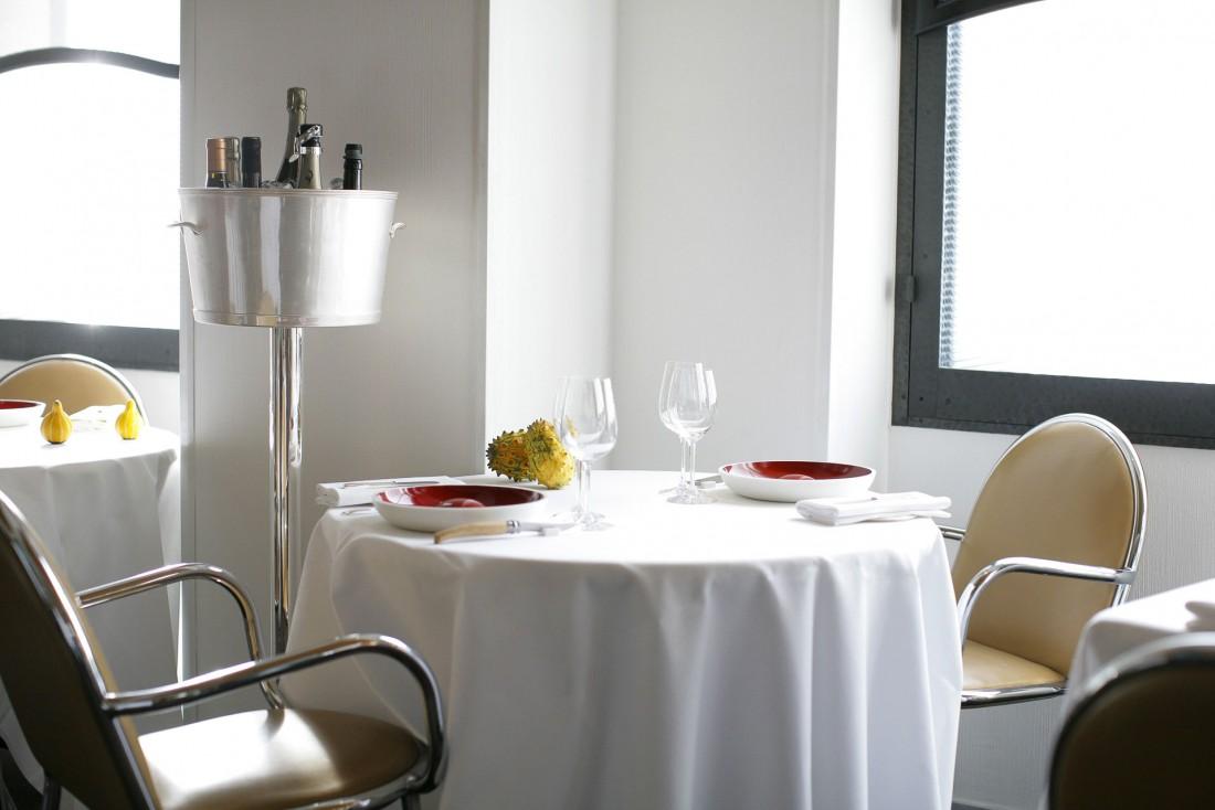 Intérieur sobre et intemporel à l'Arpège, le mythique restaurant d'Alain Passard dans le 7ème arrondissement © S.Delpech