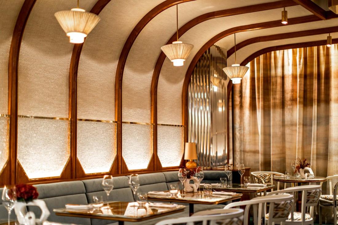 En bas du restaurant La Scène de Stéphanie Le Quellec, une salle à manger intimiste chatoyante et intime © Benoit Linero