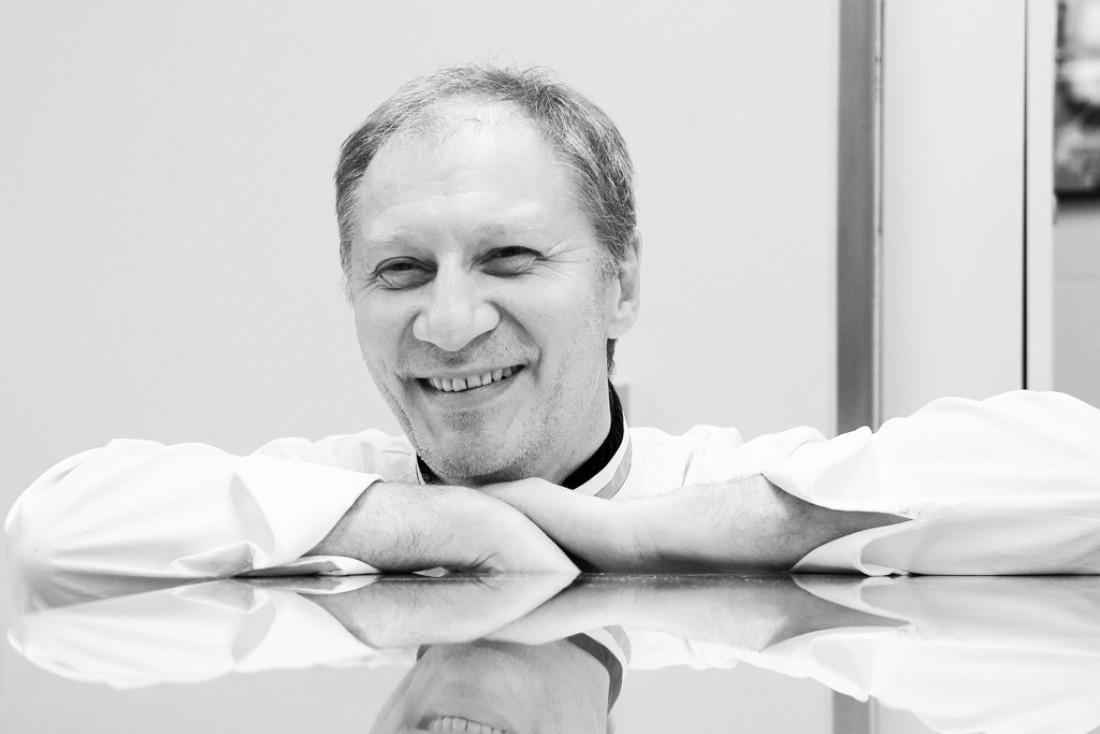 Portrait d'Eric Frechon, Chef des Cuisines du Bristol Paris et du restaurant gastronomique triplement étoilé Epicure © Philippe Barret