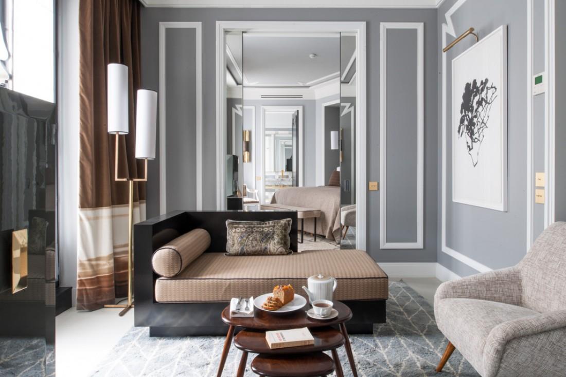 À l'intérieur de l'une des suites, très élégantes, du Nolinski, boutique-hôtel de luxe à la décoration signée Jean-Louis Deniot © Guillaume de Laubier