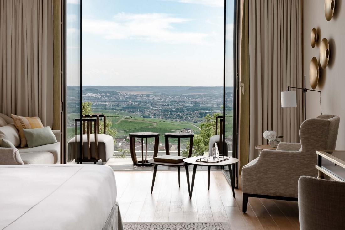 Chambre avec vue sur le vignoble champenois au Royal Champagne © MR. TRIPPER