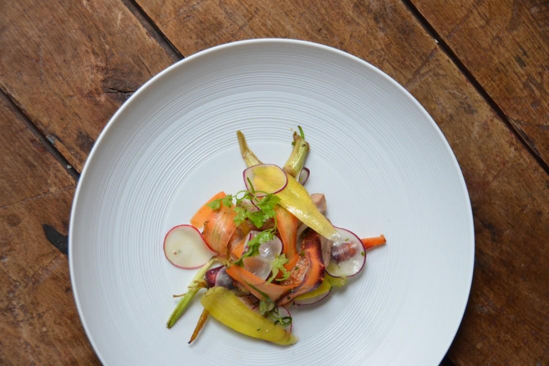 Noir de Bigorre grillé-légumes fraiches : une assiette de Botanique © Botanique Restaurant